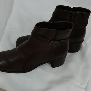 Nicole Zipper Brown Leather Ankle Boots